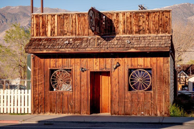 Den dubbla stången i den historiska byn av ensamt sörjer - ENSAMT SÖRJA CA, USA - MARS 29, 2019 royaltyfria bilder