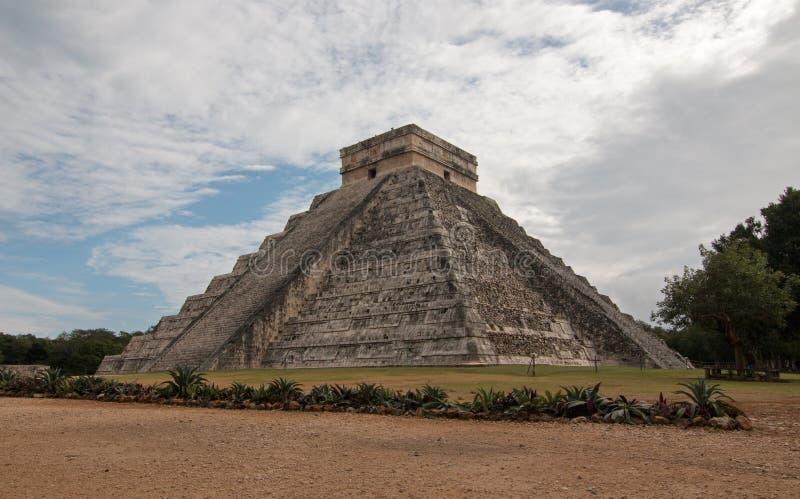 Den El Castillo tempelKukulcan pyramiden på Mexico Chichen Mayan Itza fördärvar royaltyfri fotografi