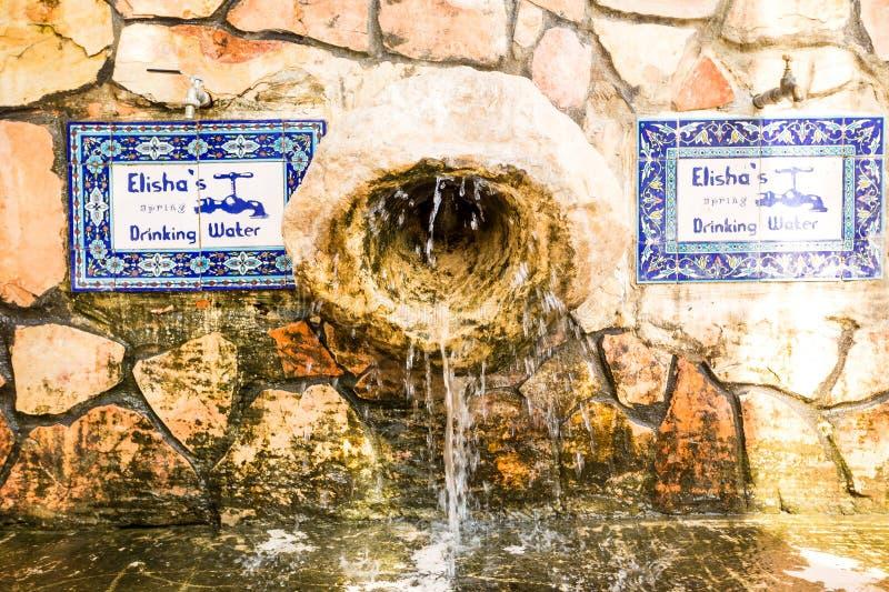 Den Elisha vårspringbrunnen på ingången av berättar es-sultan det gammalt fotografering för bildbyråer