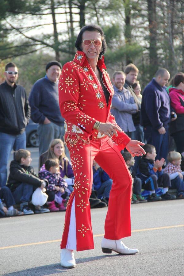 Den Elvis impersonatoren som underhåller folkmassan på den årliga ferien, ståtar, Glens Falls, New York, 2014 arkivfoto