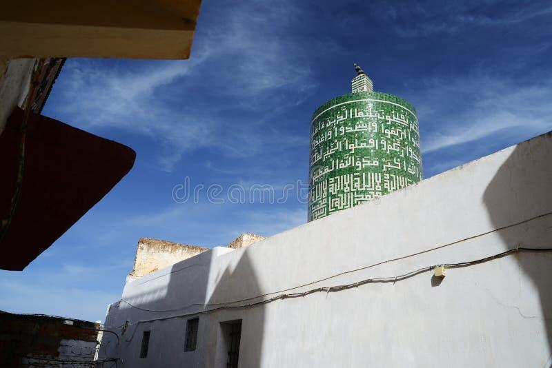 Den enda cylindriska minaret av Marocko, Moulay Idriss Zerhoun arkivfoto
