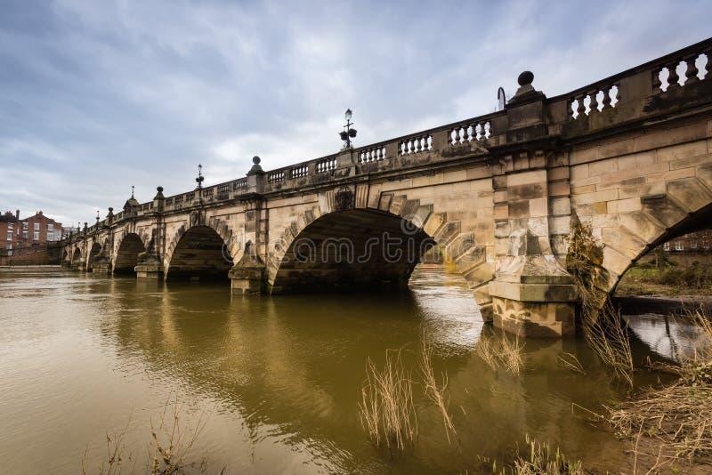 Den engelska bron Shrewsbury royaltyfria foton