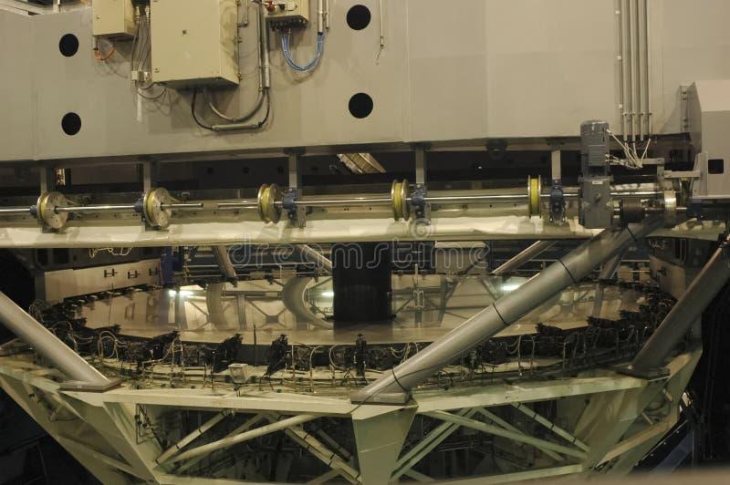 Den enorma spegeln av det mycket stora teleskopet arkivfoton