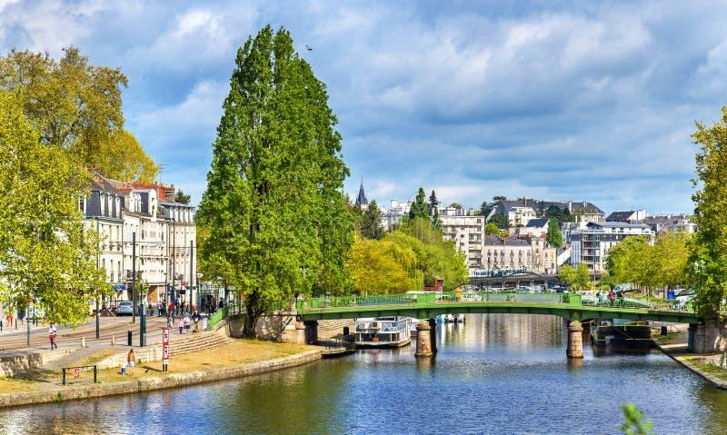 Den Erdre floden i Nantes, Frankrike fotografering för bildbyråer