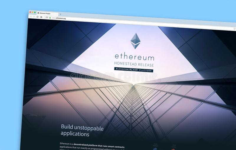 Den Ethereum websitehomepagen på en bildskärmskärm royaltyfria bilder
