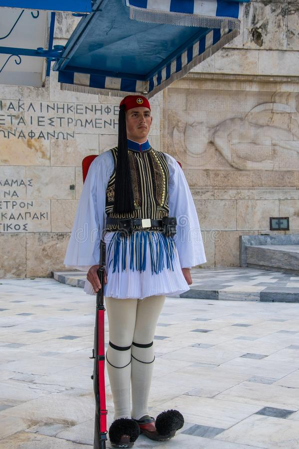 Den Evzonesin framdelen av den hellenska parlamentet och den presidents- herrgården arkivbild