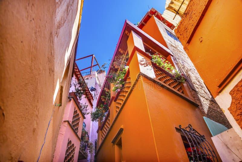 Den färgade kyssgränden inhyser Guanajuato Mexico royaltyfria bilder