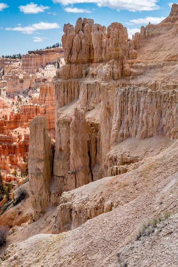 Den färgrika olycksbringaren vaggar bildande i Bryce Canyon National Park, U fotografering för bildbyråer