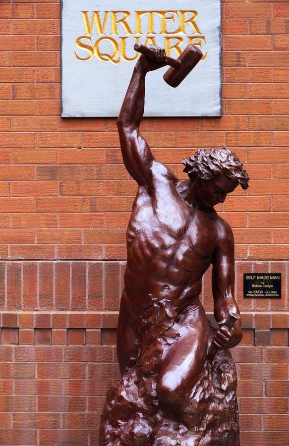Den författareSquare statyn i Denver, Colorado, ge någon ett smeknamn denhöga staden arkivbild