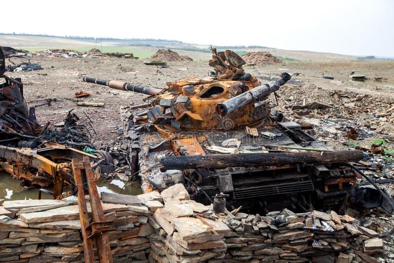Den förstörda behållaren, krig åtgärdar efterdyning, den Ukraina och Donbass konflikten arkivfoton