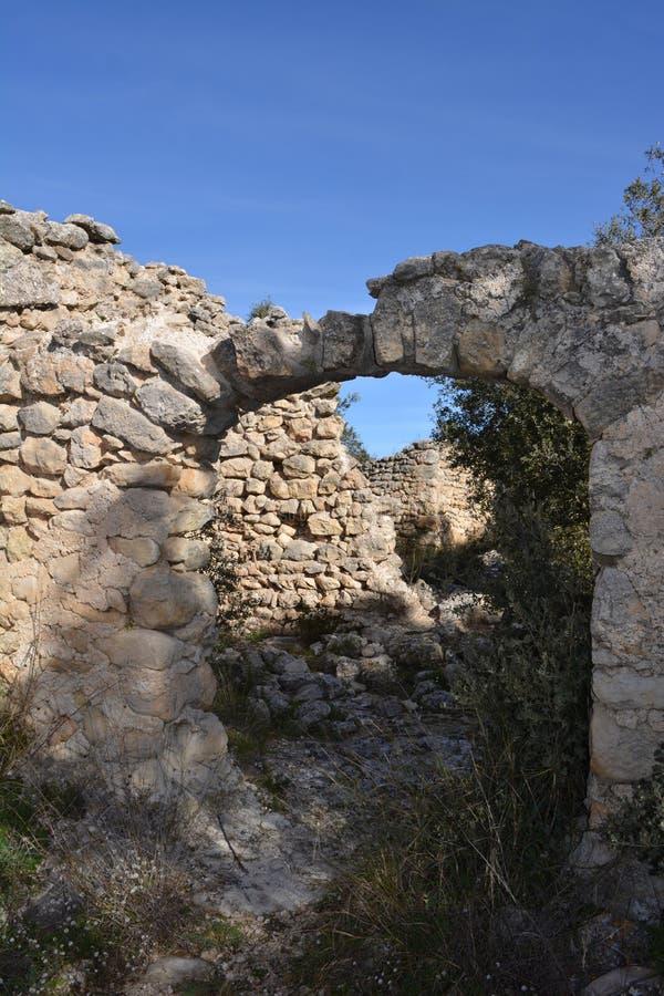 Den förstörda moriska byn av L 'Atzuvieta i La Vall D 'Alcala, Spanien arkivbild