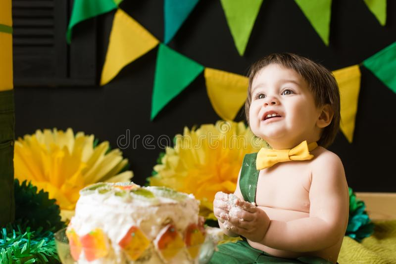 Den första kakan behandla som ett barn fotografering för bildbyråer