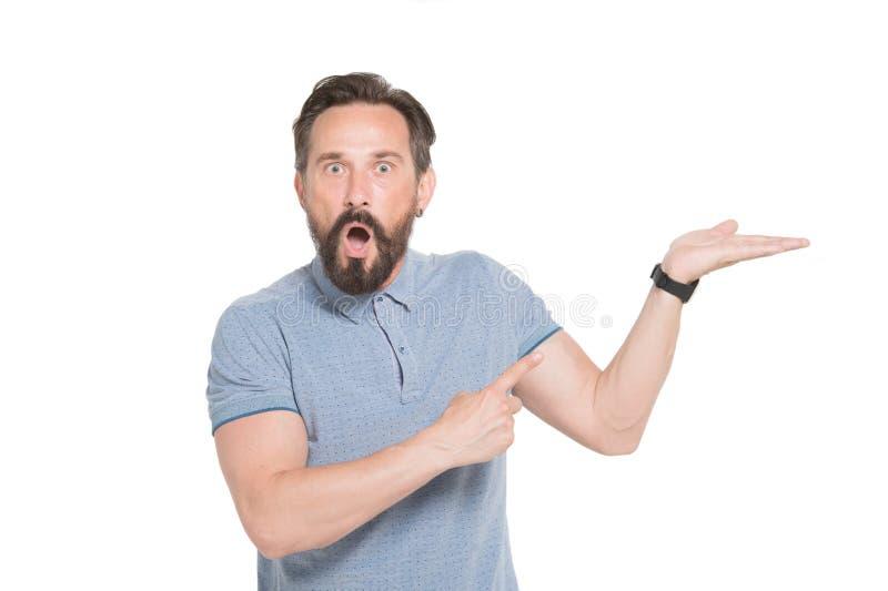 Den förvånade skäggiga mannen som pekar på hans, gömma i handflatan fotografering för bildbyråer