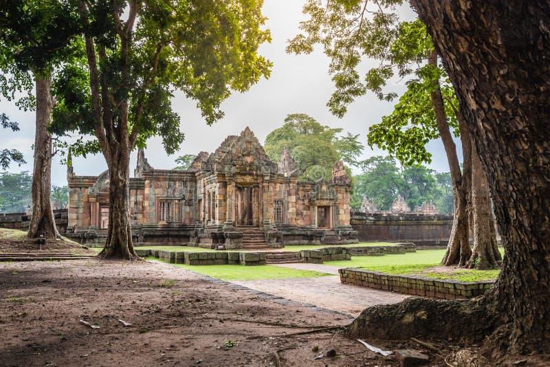 Den fantastiska arkeologiska platsen Prasat Muang Tam eller den Muang Tam slotten nära Prasat historiska Phanomrung parkerar på B royaltyfria bilder