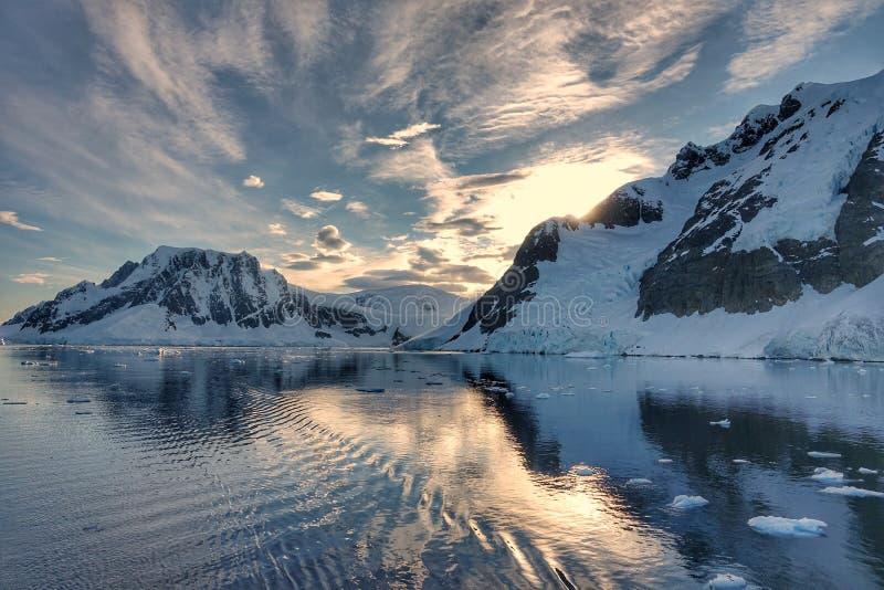 Den fantastiska landcapen av Antarktis royaltyfri fotografi