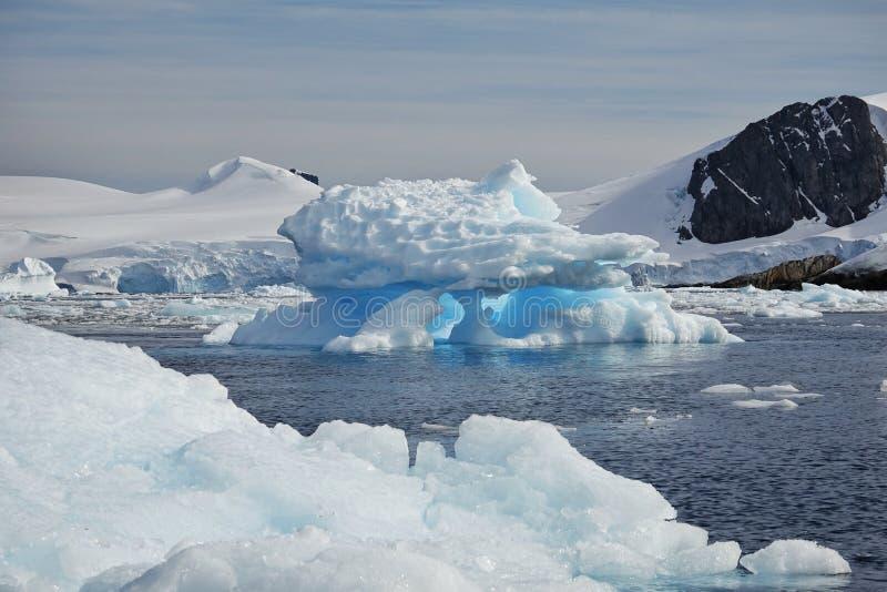 Den fantastiska landcapen av Antarktis royaltyfri bild