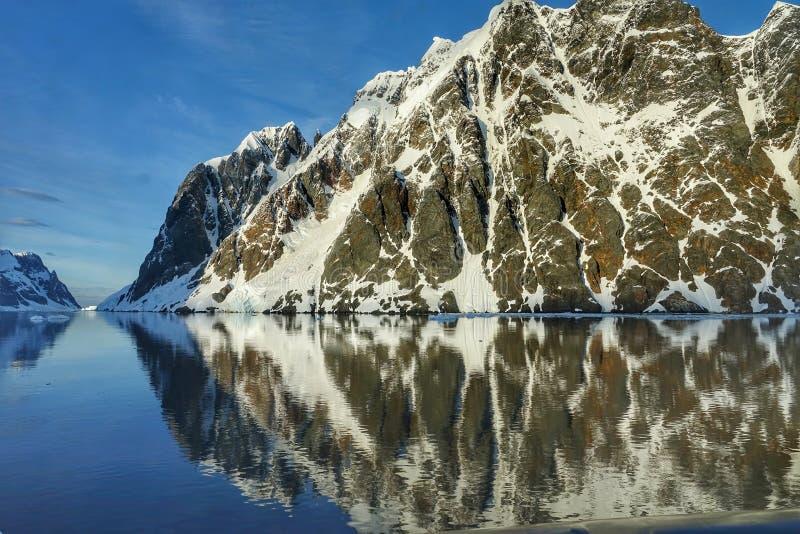 Den fantastiska landcapen av Antarktis arkivfoton