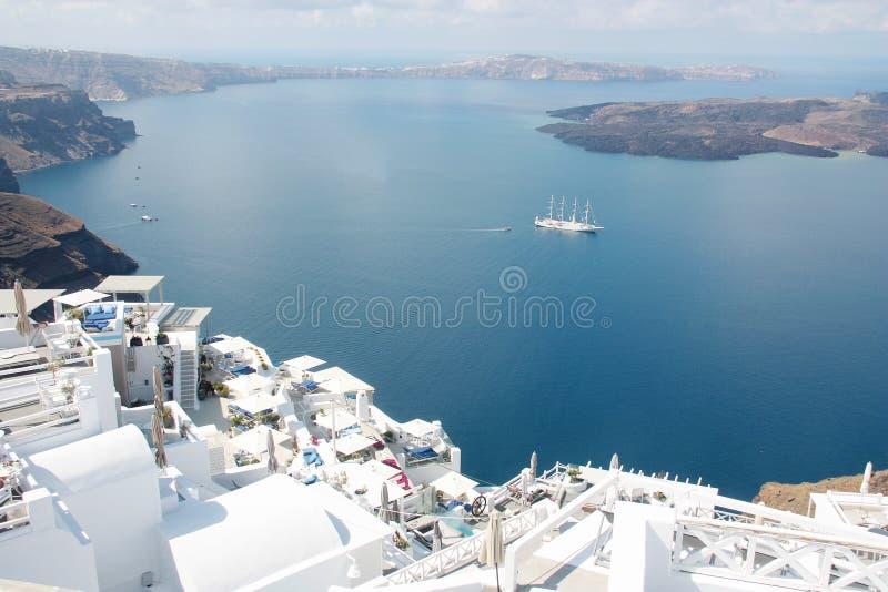 Den fantastiska vulkaniska calderaen i den Santorini ön Cyclades Grekland royaltyfri fotografi