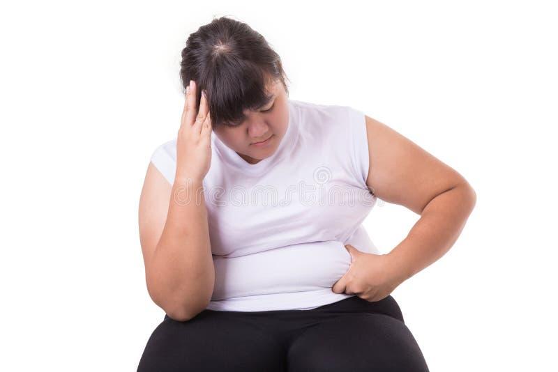 Den feta asiatiska vita t-skjortan för kvinnakläder oroade om hennes kroppformat arkivbilder