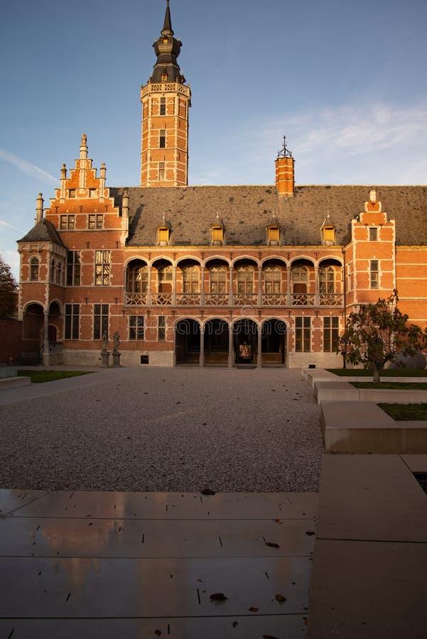 Den flamländska belgiska staden Mechelen Hof van Busleyden arkivbild