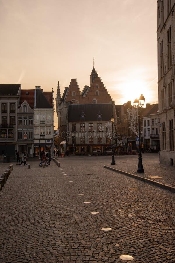 Den flamländska belgiska staden Mechelen Huvudkvadraten arkivbilder