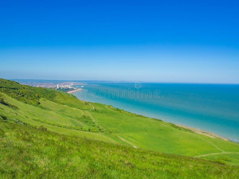 Den flyg- sikten över den Eastbourne sjösidan från söderna besegrar nära det Beachy huvudet, England, UK arkivfoton