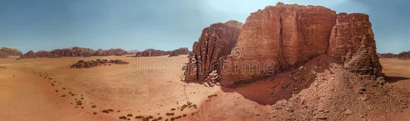 Den flyg- sikten av det gigantiskt vaggar och berg i naturreserven av Wadi Rum arkivbild
