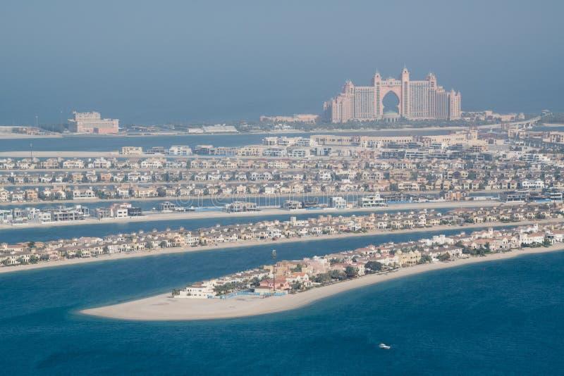 Den flyg- sikten av hotellet Atlantis gömma i handflatan, gömma i handflatan Jumeirah, Dubai, UAE royaltyfria foton