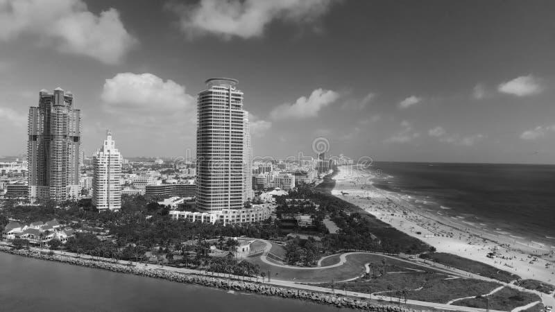 Den flyg- sikten av Miami Beach horisont från södra Pointe parkerar royaltyfria bilder