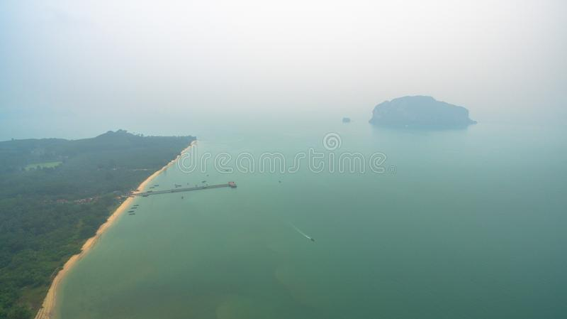 den flyg- sikten Koh Yao Yai är i Phang Nga, Thailand royaltyfri fotografi