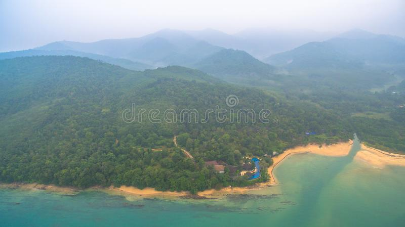 den flyg- sikten Koh Yao Yai är i Phang Nga, Thailand royaltyfri bild