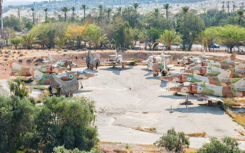 Den flyg- sikten på lott av tappningflygplan Douglas A-4N Skyhawk visade på den israeliska luften arkivfoto