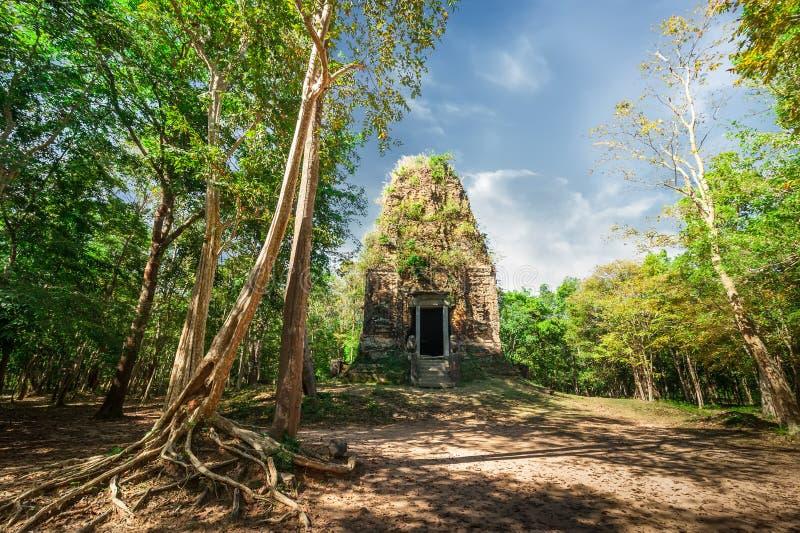 Den forntida Angkor Sambor Prei Kuk templet fördärvar pre cambodia arkivbild
