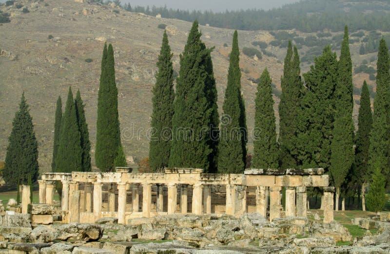 Den forntida antika kolonnen fördärvar av Hierapolis royaltyfria bilder