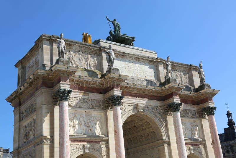 Den forntida bågen kallade Karusell Arc de Triomphe i Paris Frankrike fotografering för bildbyråer