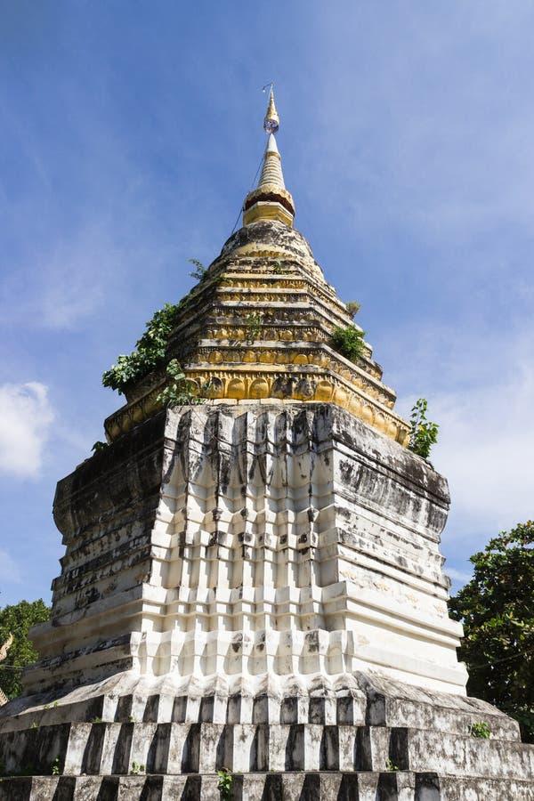 Den forntida buddistiska pagoden royaltyfri bild