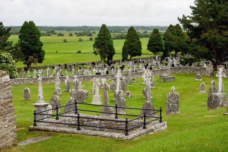 Den forntida kloster- staden av Clonmacnoise i Irland arkivbilder
