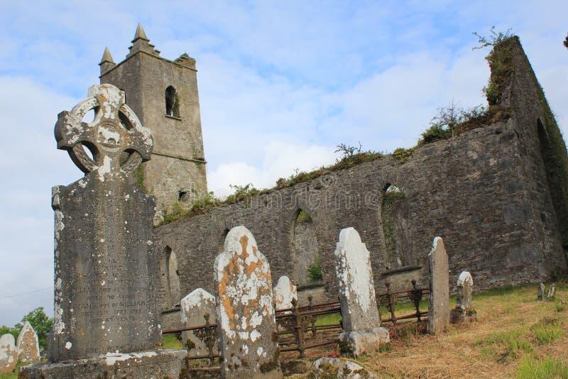 Den forntida kyrkogården fördärvar Co ireland kerry arkivfoton
