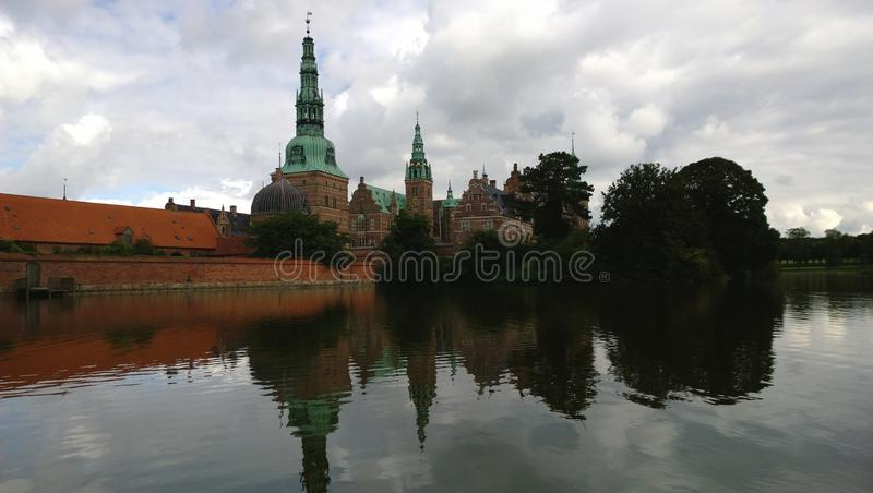 Den forntida slotten av Frederiksborg i Danmark arkivfoto