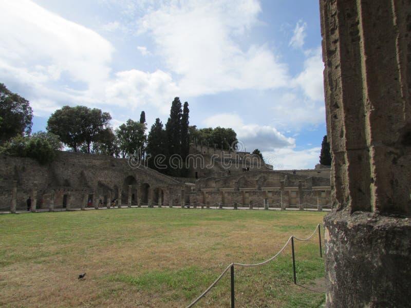 Den forntida staden av Pompey, som dog under utbrottet av Mount Vesuvius royaltyfri bild