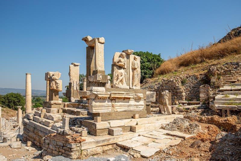 den forntida stadsephesusen f?rd?rvar royaltyfria bilder