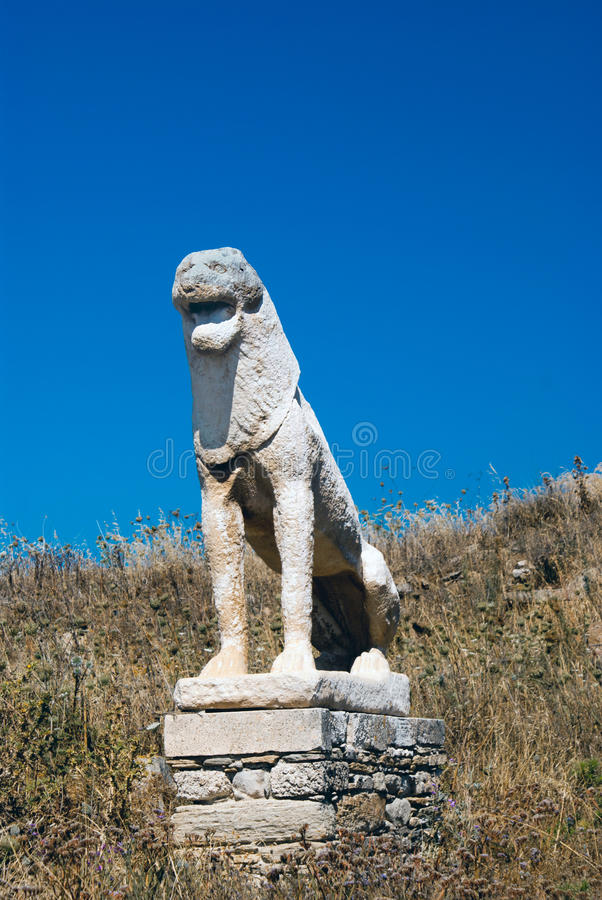 Den forntida terrassen av lejonen på den Delos ön royaltyfria bilder