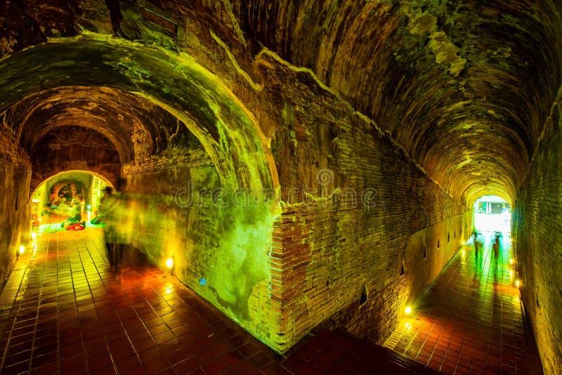Den forntida tunnelen av den Umong templet arkivfoton