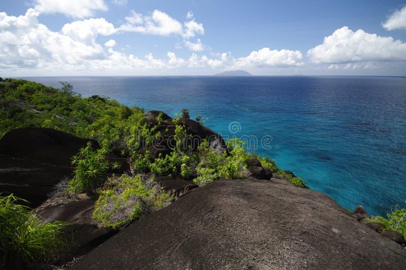 Den fotvandra slingan till Anse ha som huvudämne, Seychellerna royaltyfri bild