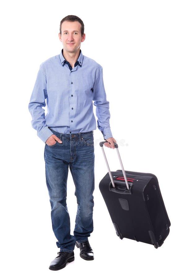 Den främre sikten av mitt åldrades affärsmannen som går med resväskaiso arkivfoton