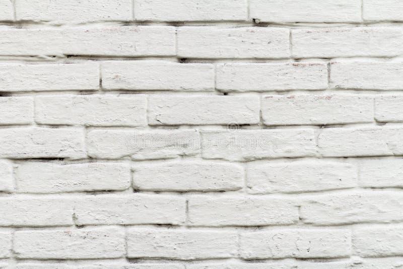 Den främre sikten av tegelstenväggen målade i vit fotografering för bildbyråer