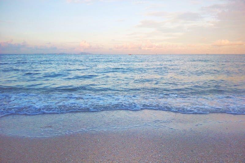Den fridsamma atmosf?ren av stranden arkivfoton
