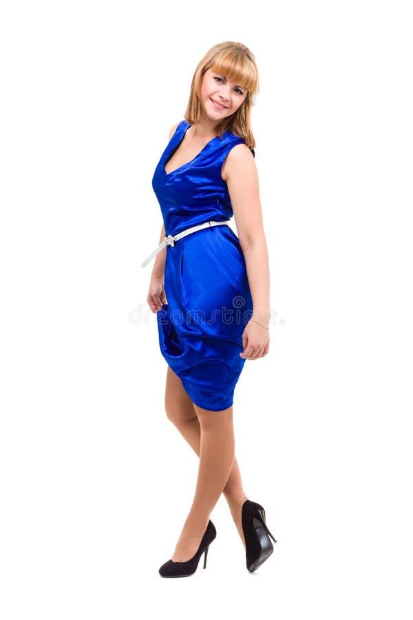 Den fulla längden av den sinnliga kvinnan i blått klär arkivbilder