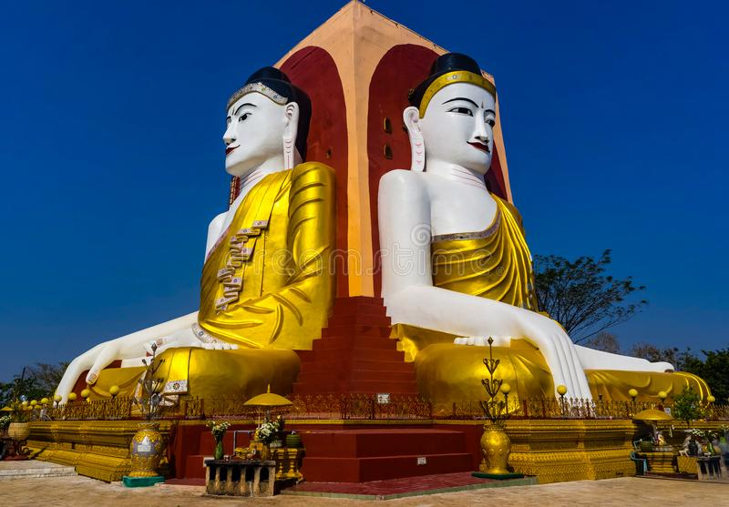Den fyra placerade Buddharelikskrin i den Kyaikpun pagoden arkivfoton