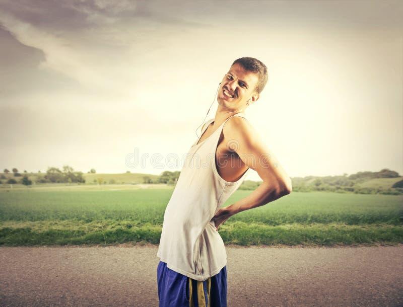 den göra ond desaturated erfarande bildskadan för det tillbaka underlaget som lägger den male manmuskelhalsen, smärtar delvist st arkivbilder